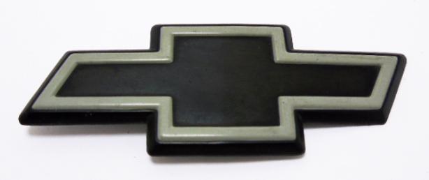 """Эмблема б/у """"Chevrolet"""" чёрная 85х33мм"""