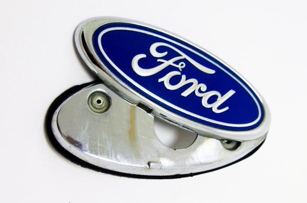 "Крышка замка багажника б/у ""Ford"" 113x50мм"